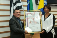 Câmara concede título de cidadã benemérita à servidora pública