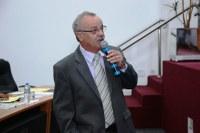 Chico Vilela quer manutenção dos bancos e calçadas em praça