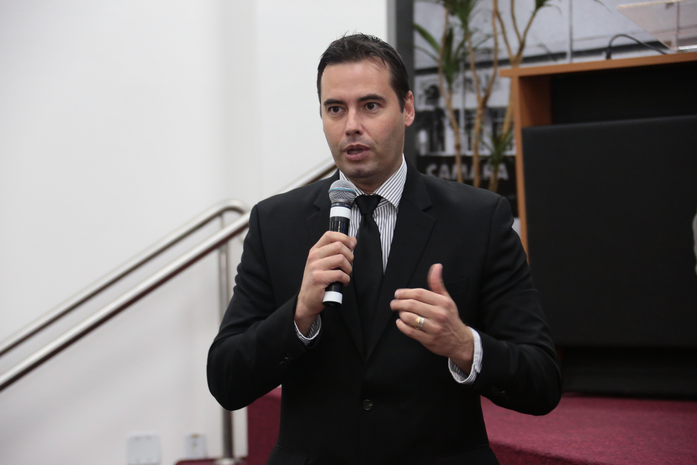 Fabião pede manutenção em iluminação nos bairros Parque Viana e Jardim Itaparica