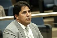 Ornedo Neves pede reforma em quadras de esporte