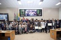Parlamentares prestam homenagem a equipe de jiu-jitsu