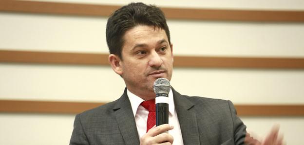 Robertinho sugere criação de academia pública na Vila Ceres